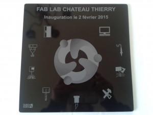 Plaque commémorative de l'inauguration du Fab Lab réalisée par Eurokera